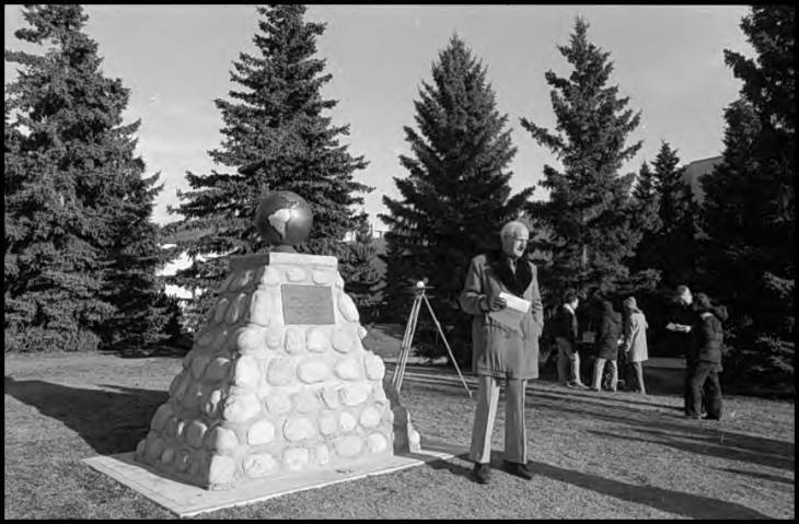 Unveiling of the cairn commemorating the 1987 Canadian Engineering Centennial