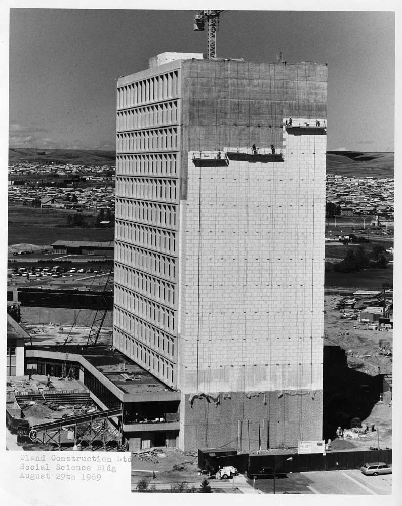 Social Sciences tower under construction