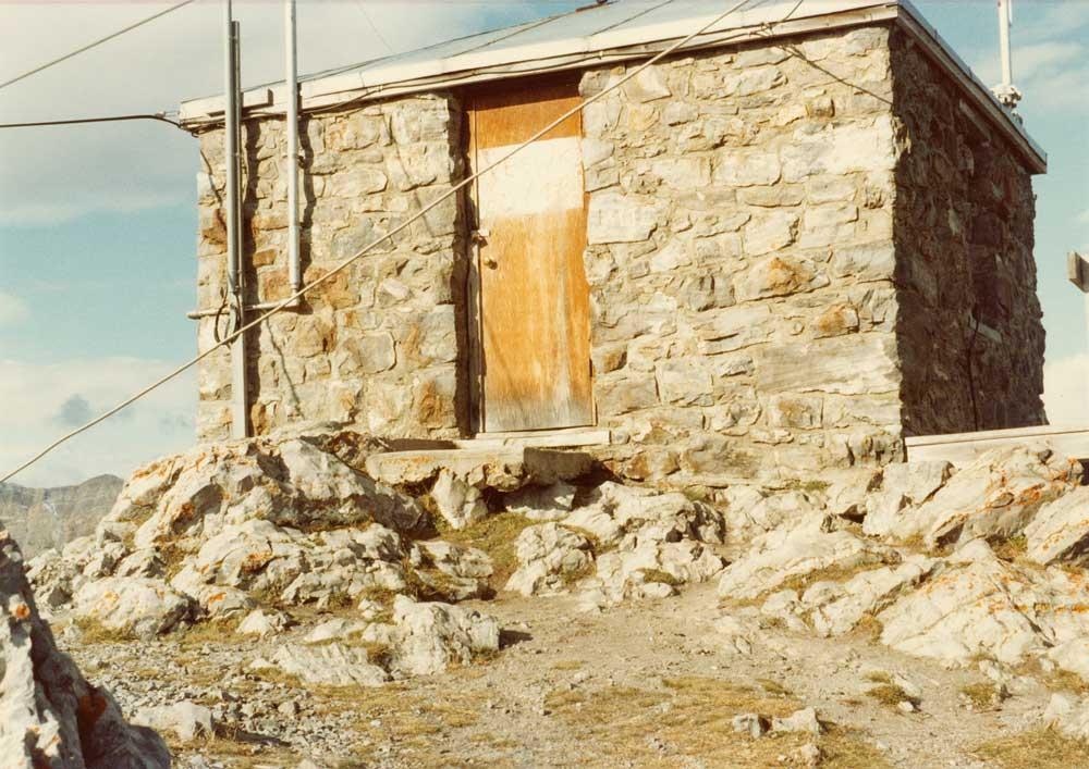 Sulphur Mountain Cosmic Ray Station